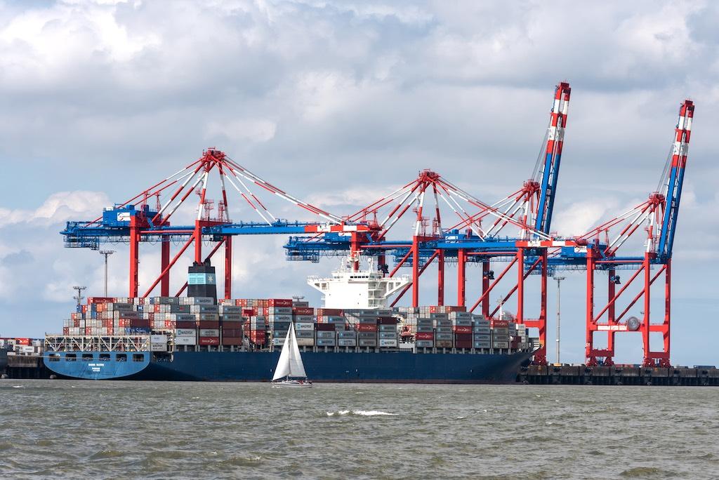 Containerbrücken vom Jade-Weser-Port in Wilhelmshaven