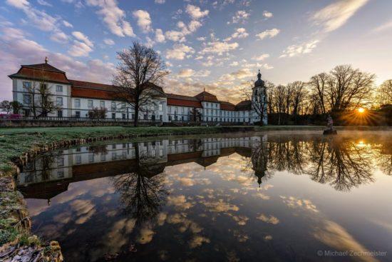 Gespiegeltes Schloss Fasanerie bei Eichenzell