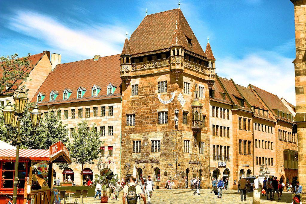 Sehenswürdigkeiten in Nürnberg fotografieren: Das Nassauer Haus