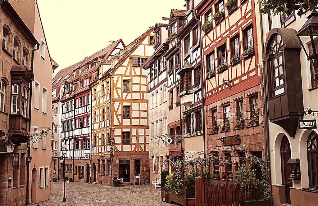 Nürnbergs Weißgerbergasse als Fotomotiv