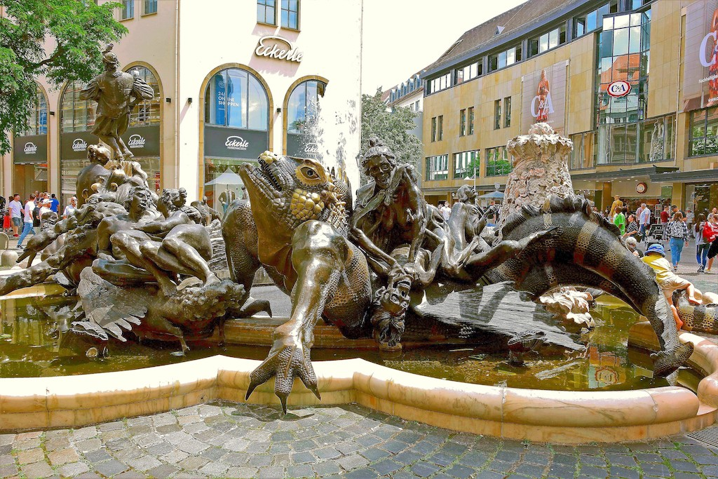 Der Ehekarussel Brunnen in Nürnberg