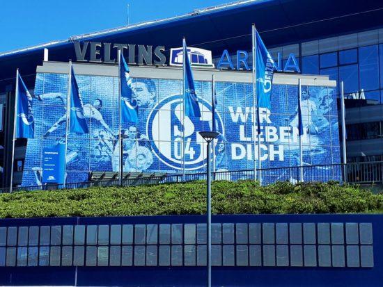 Schalke 04 spielt in der Veltins Arena auf Schalke